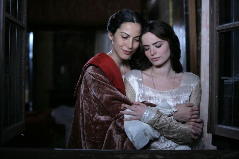 Cosima Coppola e Sabina Began in una scena della fiction Mediaset Il falco e la colomba