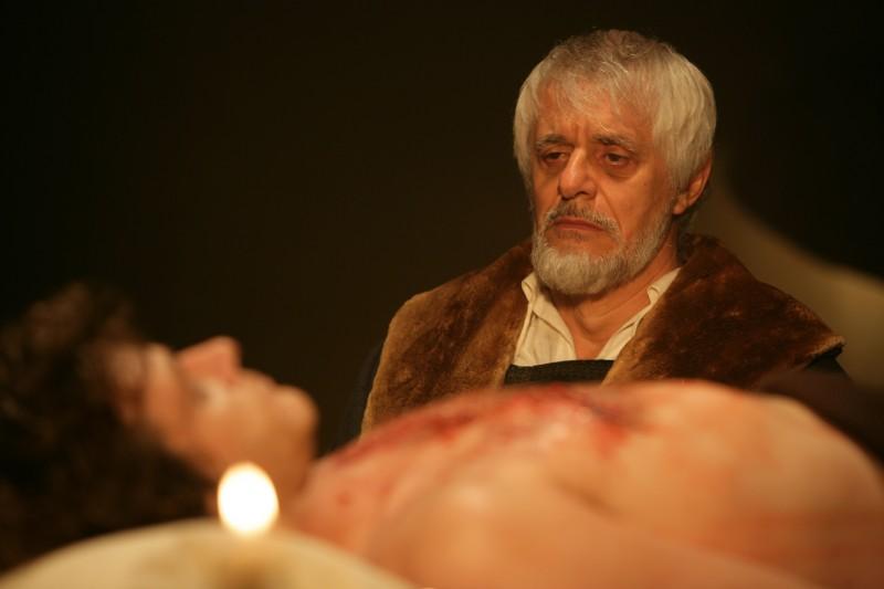 Franco Oppini in una scena della fiction Mediaset Il falco e la colomba