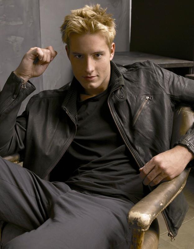 Justin Hartley in un'immagine promo per l'ottava stagione di Smallville
