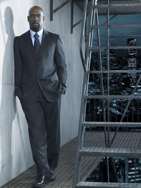 Richard T. Jones è James Ellison nella prima stagione della serie Terminator: The Sarah Connor Chronicles