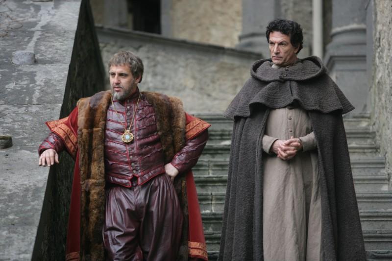 Vincent Riotta e Cosimo Fusco in una scena della fiction Mediaset Il falco e la colomba