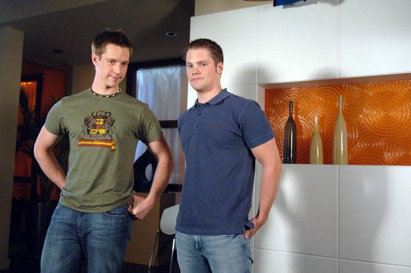 Jason Dohring e Teddy Dunn sul set del nono episodio della stagione 2 di 'Veronica Mars'