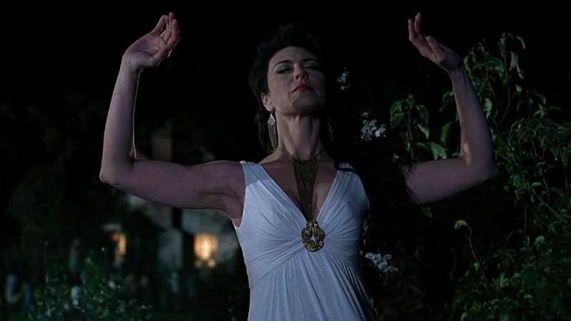Michelle Forbes in una sequenza dell'episodio 'Shake and Fingerpop' della serie tv True Blood