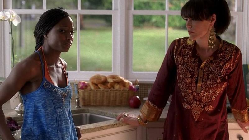 Rutina Wesley e Michelle Forbes in una scena dell'episodio 'Shake and Fingerpop' della serie tv True Blood