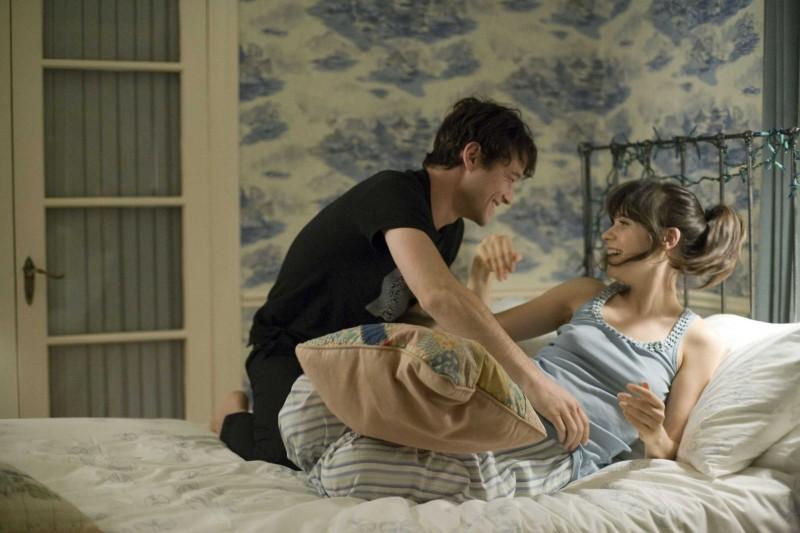 Joseph Gordon-Levitt e Zooey Deschanel in un'immagine del film (500) Days of Summer