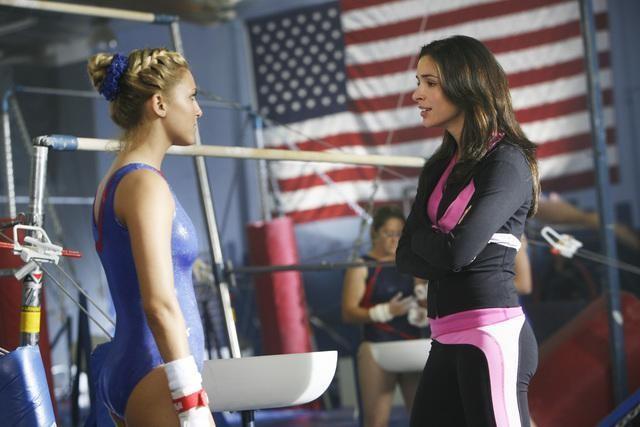 Cassie Scerbo e Josie Loren in una scena dell'episodio Where's Marty? della serie  Make It or Break It