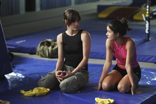Chelsea Hobbs e Josie Loren nell'episodio Sunday, Bloody Sasha, Sunday di Make It or Break It