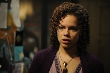 Genelle Williams in una scena dell'episodio Resonance di Warehouse 13