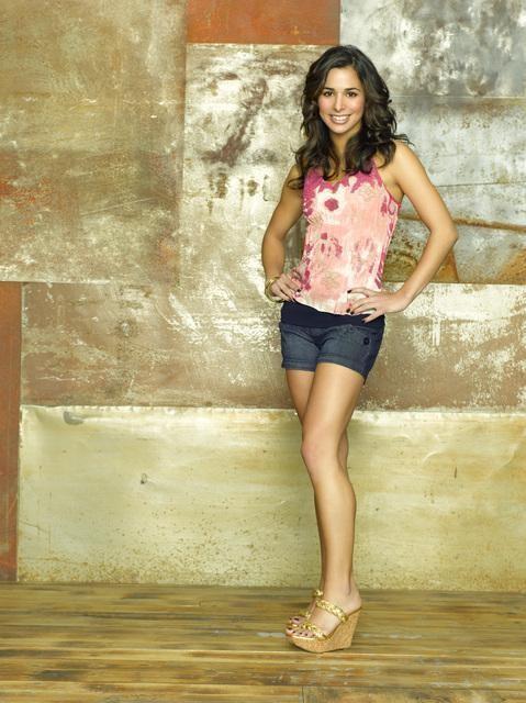 Josie Loren in una foto promozionale della serie Make It Or Break It