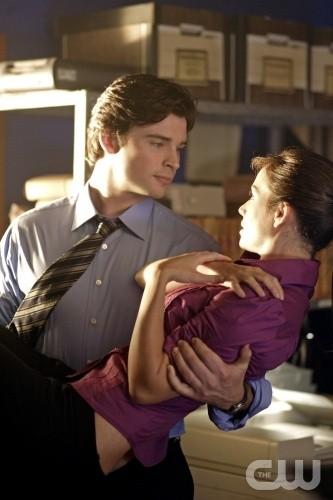 Lois e Clark (Erica Durance e Tom Wellington) in Diffamazione, episodio della stagione 8 di Smallville