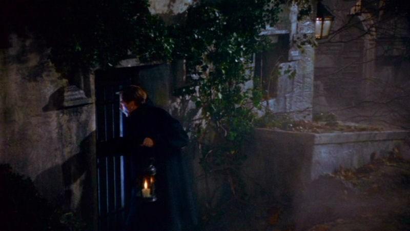 Michael Gough in una scena del film Dracula il vampiro