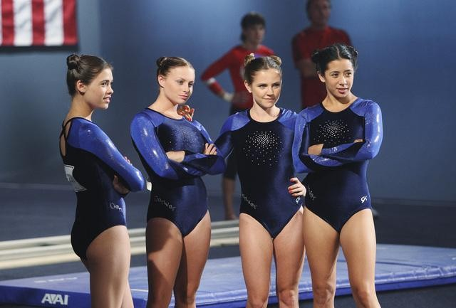 Nicole Anderson, Emily Daniels, Cally Ryals e Tara Macken in una scena dell'episodio Between a Rock and a Hard Place di Make it or Break it