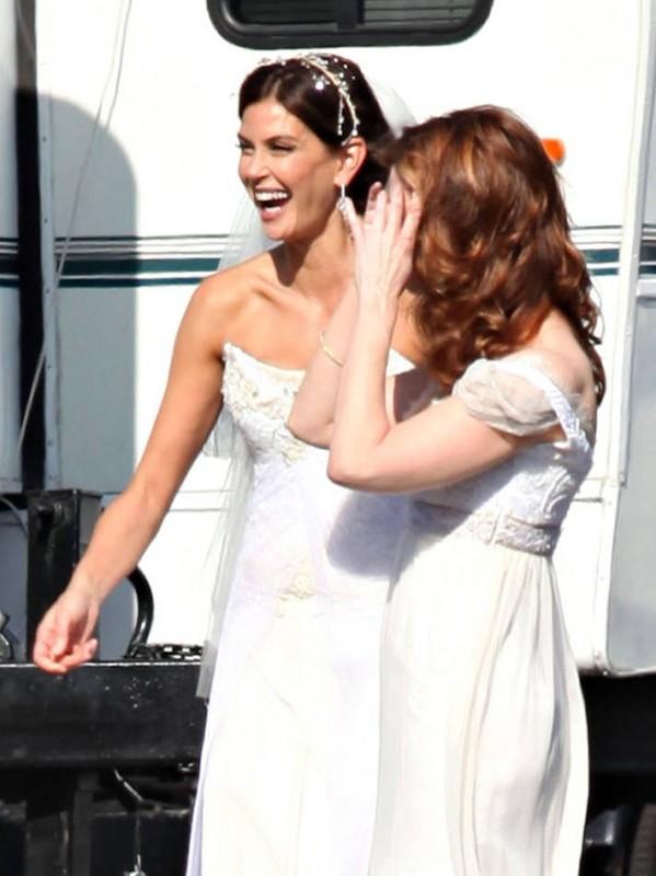 Dana Delany e Teri Hatcher raggianti sul set della sesta stagione di Desperate Housewives