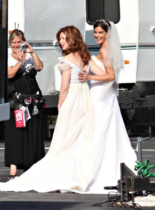 Dana Delany insiema a Teri Hatcher sul set della stagione 6 di Desperate Housewives