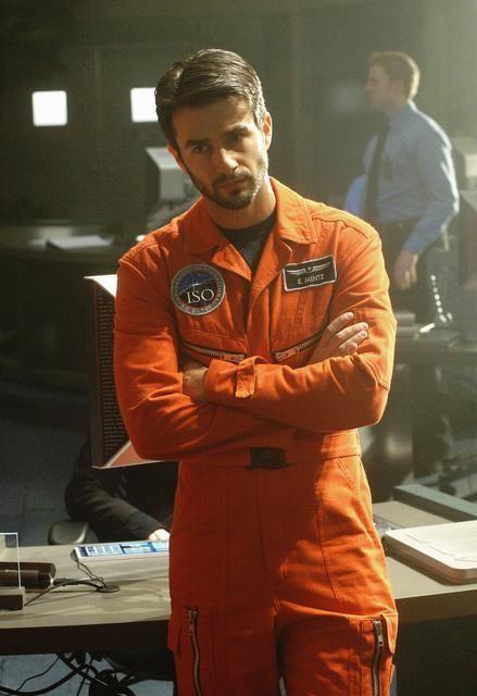 Eyal Podell in una scena della serie Defying Gravity