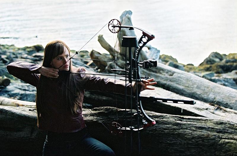 Jennifer Garner padroneggia l'arte di molte armi nel film Elektra
