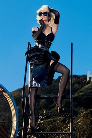 Lindsay Lohan gioca ancora una volta a fare Marilyn su Vogue Spagna