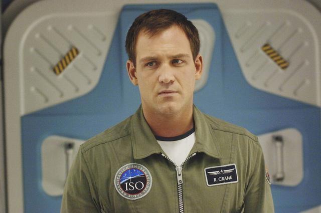 Ty Olsson in una scena della serie Defying Gravity