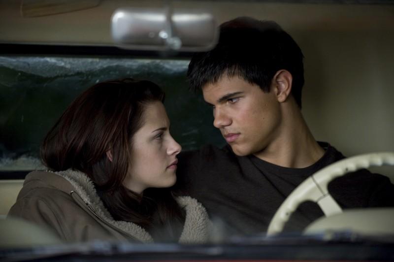 Una nuova immagine di Kristen Stewart e Taylor Lautner in macchina nel film Twilight: New Moon