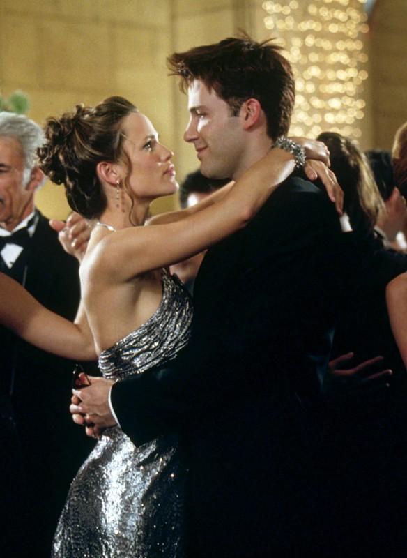 Jennifer Garner e Ben Affleck durante un ballo in una scena del film Daredevil