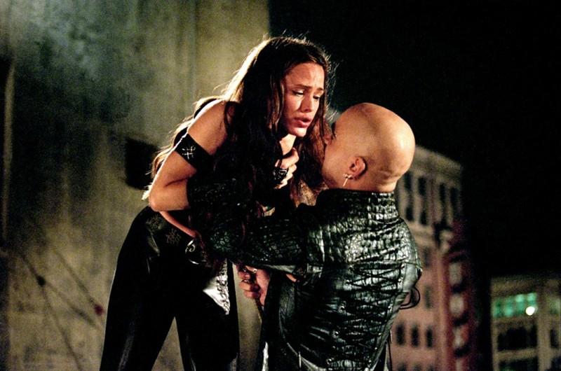 Jennifer Garner e Colin Farrell (Bullseye) in una scena di combattimento nel film Daredevil
