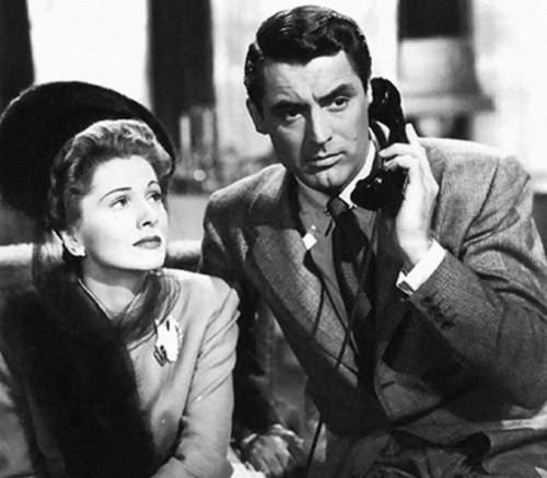 Cary Grant e Joan Fontaine in una scena del film Il sospetto