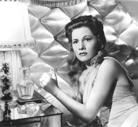 Joan Fontaine in una scena del film Il sospetto