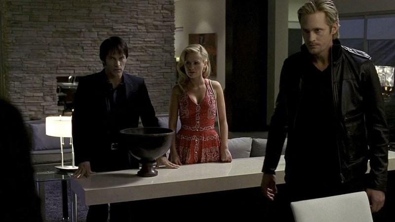 Stephen Moyer, Anna Paquin e Alexander Skarsgård in un'immagine dell'episodio 'Never Let Me Go' della serie tv True Blood