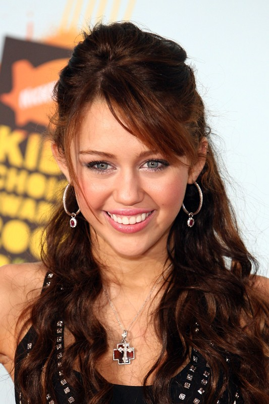 Una sorridente Miley Cyrus ai Kids' Choice Awards 2008