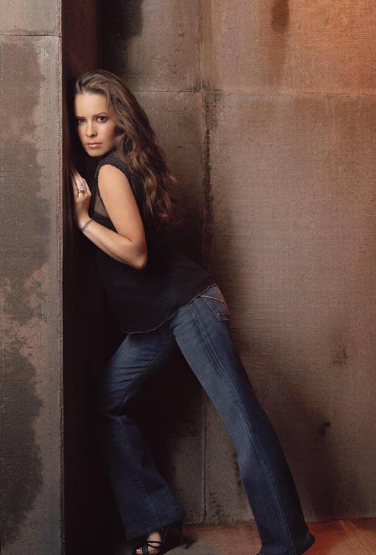 Holly Marie Combs in una foto promo per la 8 season della serie Charmed