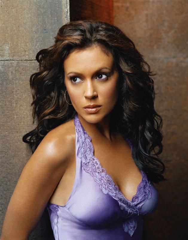 Un'immagine sexy di Alyssa Milano per l'ottava stagione di Streghe