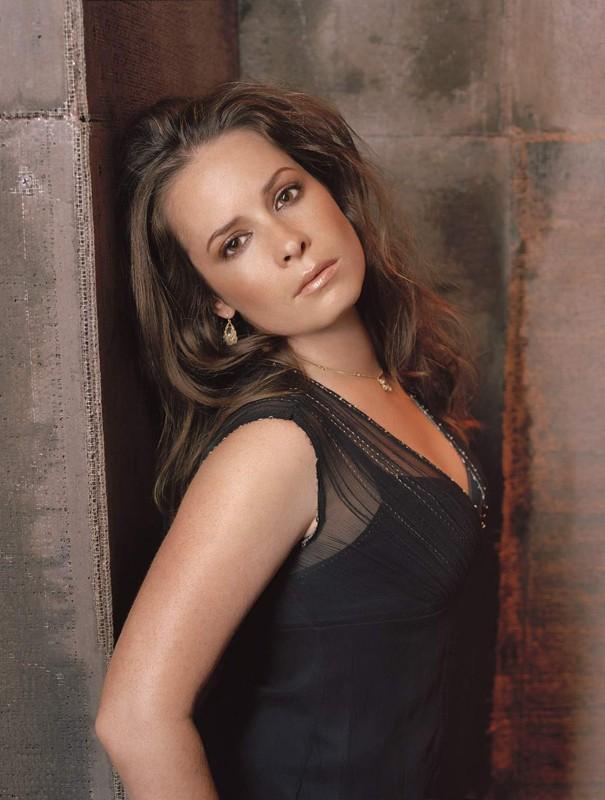 Un'immagine sexy di Holly Marie Combs per l'ottava stagione di Streghe