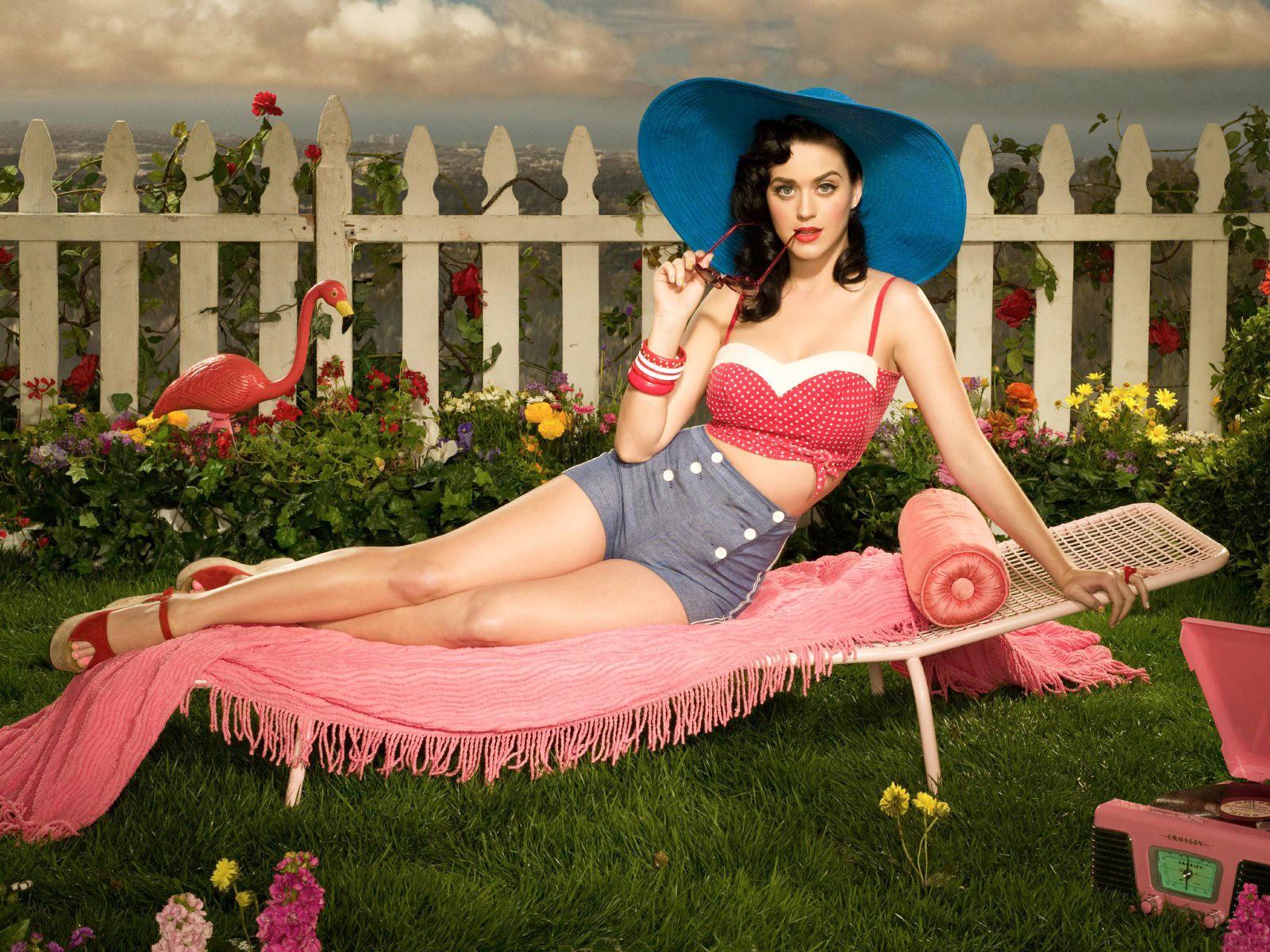 Un wallpaper di Katy Perry in stile Pin-up anni '30 - '40