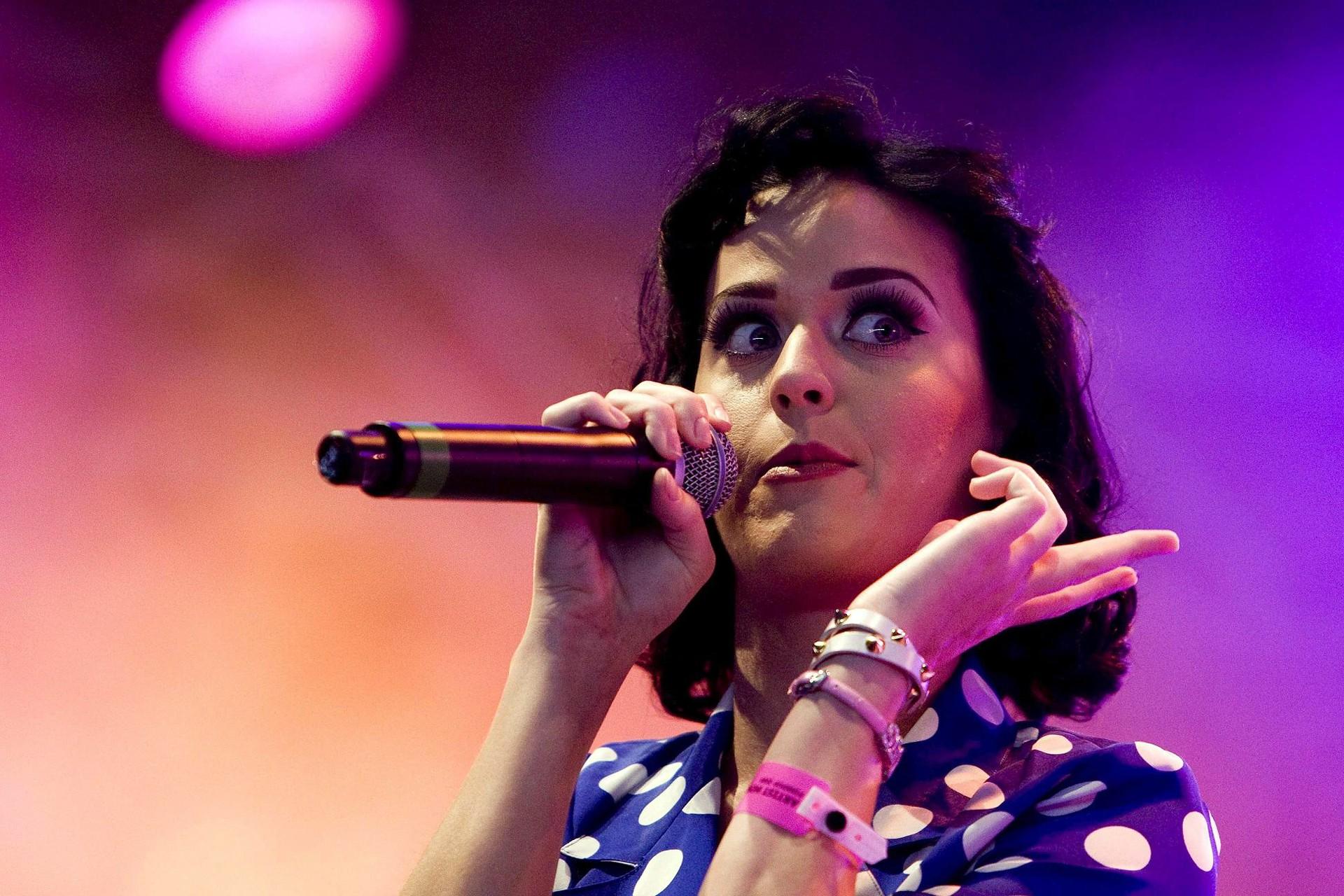 Wallpaper: un primo piano di Katy Perry durante un concerto
