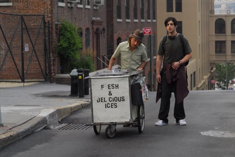 Ben Kingsley e Josh Peck in un'immagine del film Fa' la cosa sbagliata - The Wackness