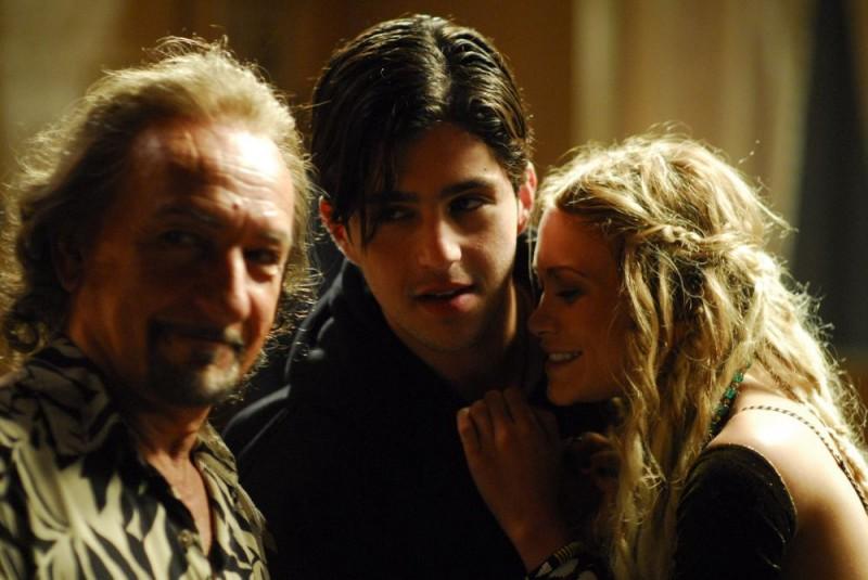Ben Kingsley, Josh Peck e Mary-Kate Olsen in un'immagine del film Fa' la cosa sbagliata - The Wackness