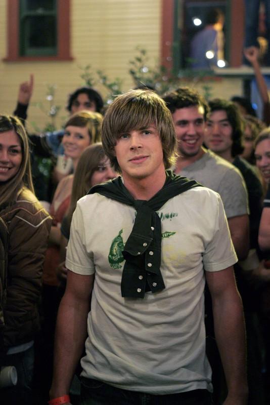 Chris Lowell ('Piz') ad una festa nell'episodio 'Notte da incubo' di Veronica Mars