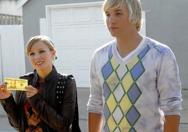 Kristen Bell con Ryan Hansen in una scena dell'episodio 'L'altra faccia dell'amore' di Veronica Mars