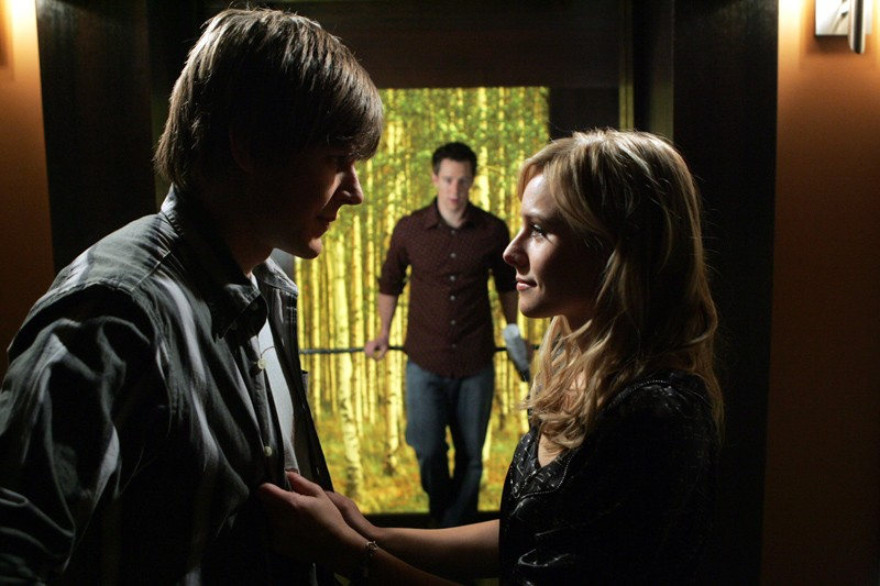 Kristen Bell, Chris Lowell e Jason Dohring in una scena dell'episodio 'Graffiti anti-americani' di Veronica Mars