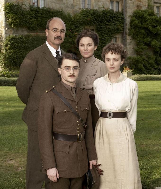 La famiglia Kipling interpretata da: David Haig, Daniel Radcliffe, Kim Cattrall e Carey Mulligan per il film My Boy Jack