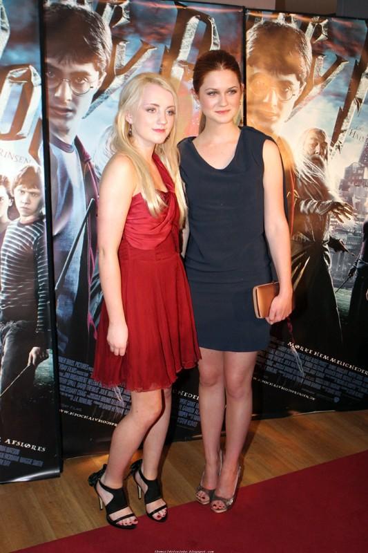 Evanna Lynch e Bonnie Wright in posa alla premiere del film 'Harry Potter e il principe mezzosangue' a Copenhagen