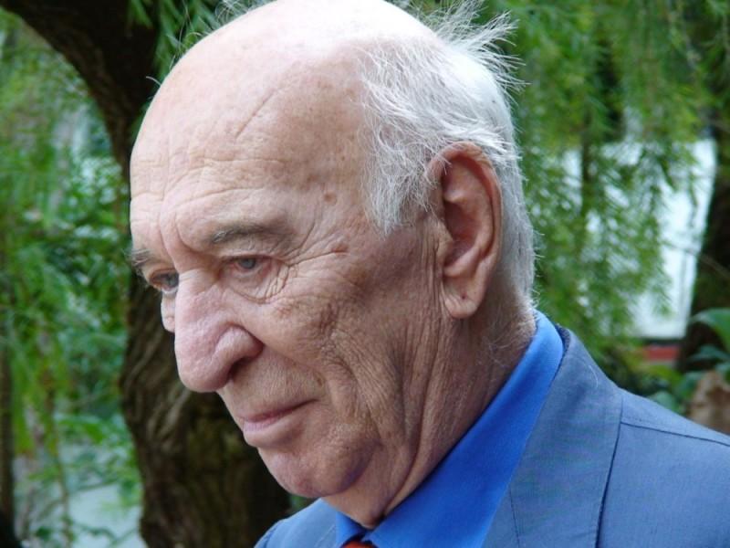 Giuliano Montaldo in una scena del documentario L'oro di Cuba