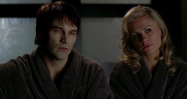 Il vampiro Bill Compton (Stephen Moyer) e Sookie Stackhouse (Anna Paquin) in una scena dell'episodio 'Hard-Harted Hannah' della serie tv True Blood