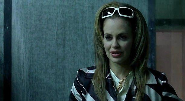L'elegantissima vampira Pam (interpreta da Kristin Bauer) in un'immagine dell'episodio 'Hard-Harted Hannah' della serie tv True Blood