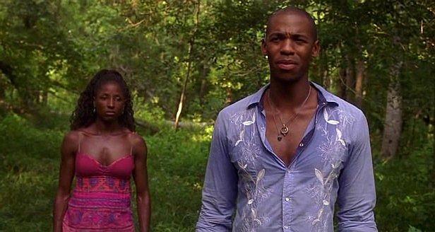 Rutina Wesley (interprete di Tara) e Mehcad Brooks (Eggs) in una scena dell'episodio 'Hard-Harted Hannah' della serie tv True Blood