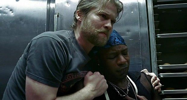 Todd Lowe e Nelsan Ellis in una scena dell'episodio 'Hard-Harted Hannah' della serie tv True Blood