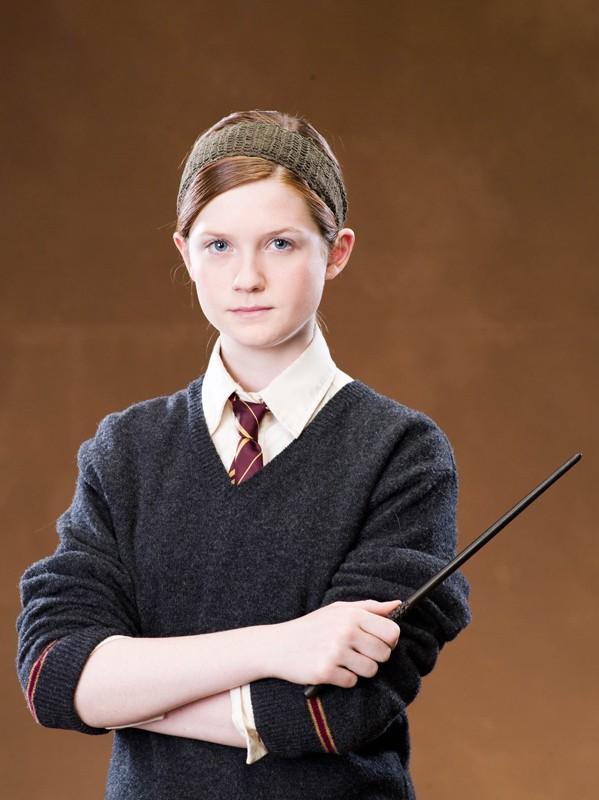 Bonnie Wright con bacchetta in una foto promo del film 'Harry Potter e l'Ordine della Fenice'