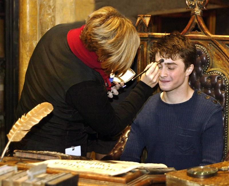 Daniel Radcliffe al trucco sul set del film Harry Potter e l'Ordine della Fenice