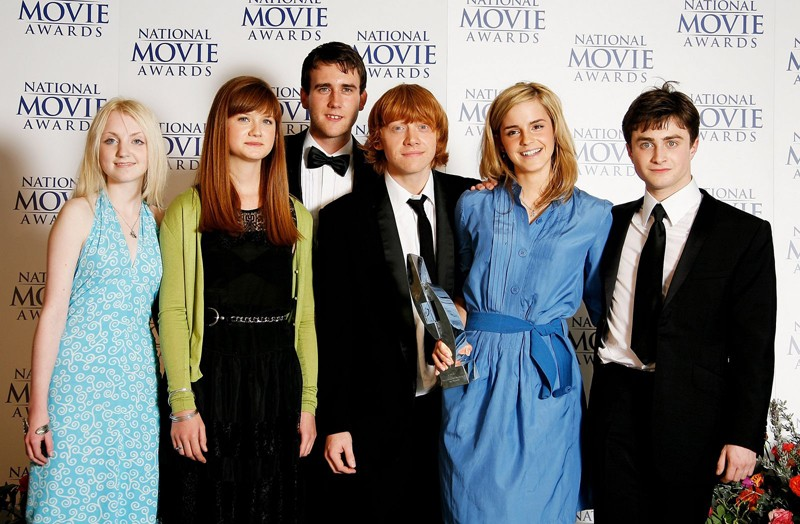 Parte del cast posa con il Best Family Film Awards per il film 'Harry Potter and the Order of the Phoenix' al National Movie Awards del Royal Festival Hall, a Londra nel 2007