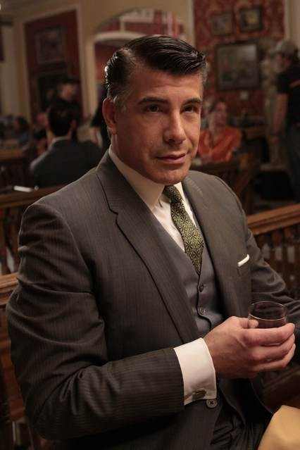 Bryan Batt in una scena dell'episodio Out of Town di Mad Men